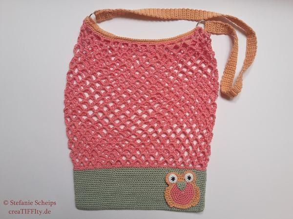 Eine praktische und zugleich modische Netztasche mit liebevollen Details.  Schon die Umwelt und style dich mit dieser trendy Tasche! Auf der Vorderseite befindet sich eine Eulen-Applikation, die sich dank der selben Farbe, wie die Tasche, perfekt in das