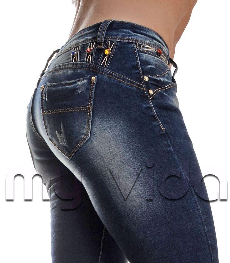 Jeans donna modello skinny a vita bassa. Pantalone aderente e dal look fashion grazie agli inserti con strass colorati. http://www.myvida.it/donna