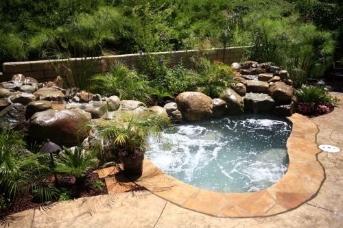 Small natural looking jacuzzi for the back yardCalifornia Pools, Traditional Landscapes, Awesome Jacuzzi, Gardens, Small Pools Spa, Jacuzzi Spa, Hot Tubs, Back Yards Jacuzzi, Backyards