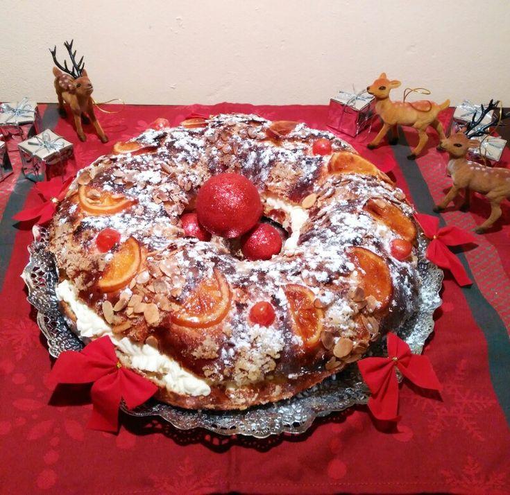 Roscón de Reyes relleno de crema diplomática