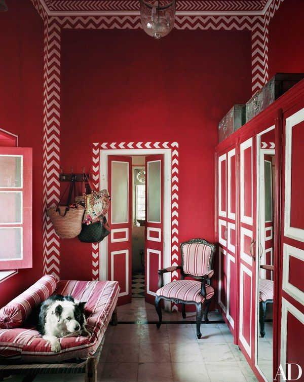 A Fashion Star Turned Interior Designer Lives In This Opulent Indian Apartment Modern Interior Design Interior Design Red Interiors