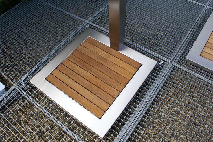 Outdoor shower: Stainless steel, wooden drain. Buiten douche: RVS staal, houten dreinage.