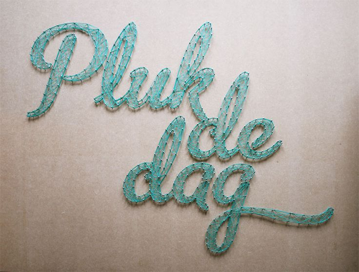 String-art pattern PLUK DE DAG with filled letters. String-art pattern sheets are available at spijkerpatroon.nl