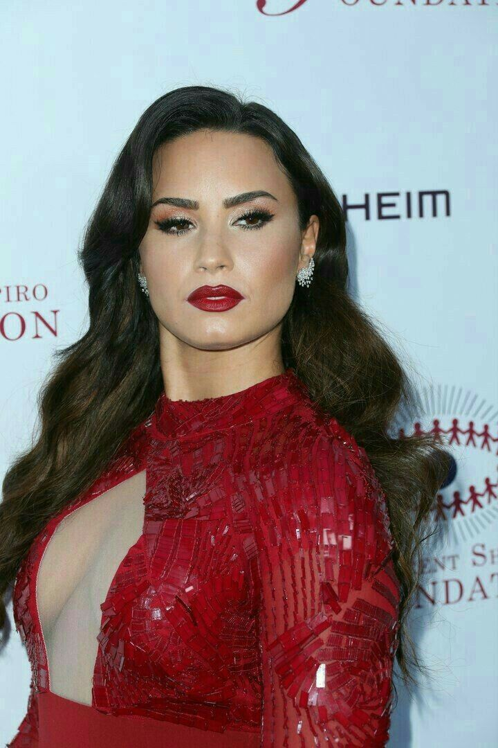 Pin by m. on hooded eye makeup in 2020 Demi lovato body