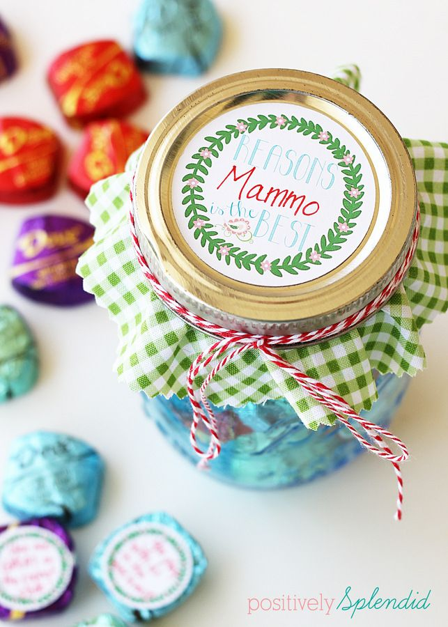 Mason jar Mothers' Day gift - Affix tags with reasons Mom is loved and appreciated to Dove chocolate and package in a pretty jar. A perfect gift for kids to make! #SharetheDOVE: Crafts Ideas, Mothers Day Gifts, Gifts Ideas, Gift Ideas, Splendid Crafts, Positive Splendid, Free Printable Tags, Home Decor, Mason Jars Gifts
