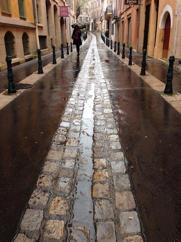 Ample bollards and drainage rill in Aix-en-Provence. Click image to Tweet via Bike Ottawa, and visit the slowottawa.ca boards >> http://www.pinterest.com/slowottawa/
