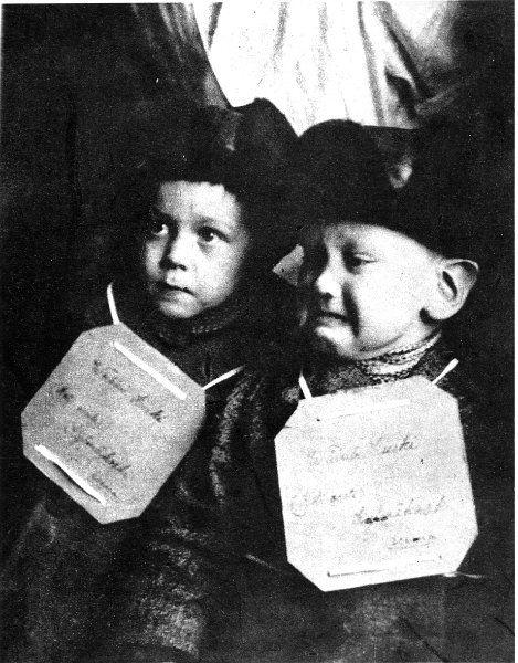 Sotalapsia 1943. - Museovirasto historiallinen kuva-arkisto. War children been evacuated from Finland... most likely to Sweden.