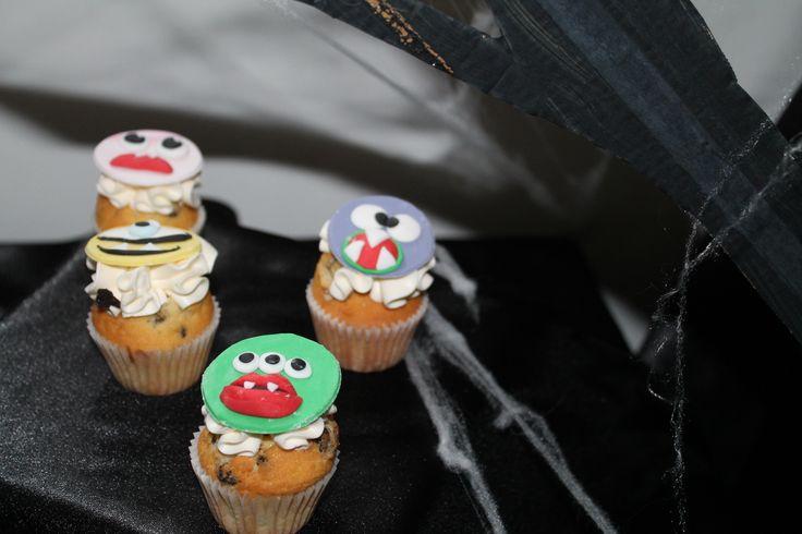 Merci à Cam's Cake pour ses monstrueux cup cakes!