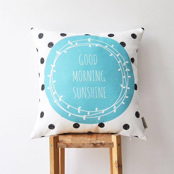 VENDITA di NATALE SCONTO del 50%-è stato di $36 ora $18  Copertura del cuscino decorativo moderno Blu/Aqua & nero  Questo bellissimo cuscino coperchio farà un regalo perfetto, come pure un bel tocco per la vostra casa accogliente! Sarà grande su un divano, un letto, una sedia o nella vostra scuola materna!  Altri cuscini decorativi: http://www.etsy.com/shop/LoveJoyCreate?section_id=13178461…