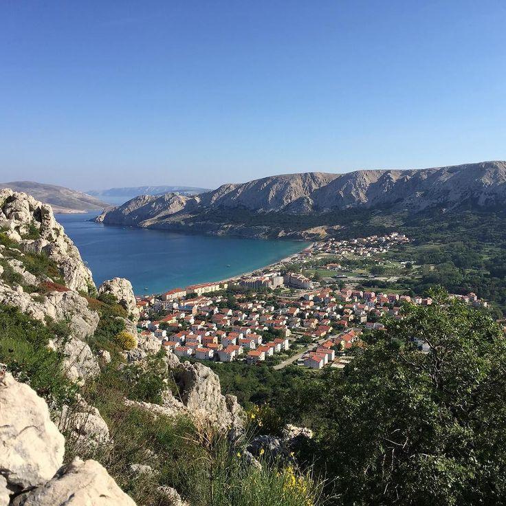 Eine Insel mit viel Bergen.... #meer #kroatien #krk #baška #strand #sonne #insel #urlaub #sommer #awesomepics #awesome_foto #awesome_earthpics #awesome_earthpix #awesomepic