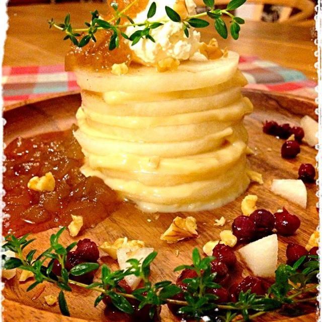 梨のスライスにラム酒を効かせた豆乳カスタードをサンド 上にはホイップ&またまた登場‼スパイシー梨ジャム。 - 175件のもぐもぐ - 梨のミルフィーユ by mizunoa