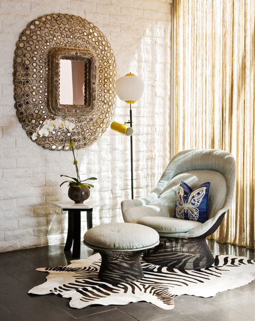 Уютный уголок в стиле фьюжн   #зебра #зеркало #кирпич #угол #шкура