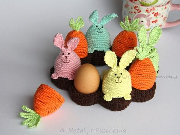 Eierbecher, Tischkranz, Eierwärmer 'Hasen und Karotten' - 3 in 1 Häkelanleitung
