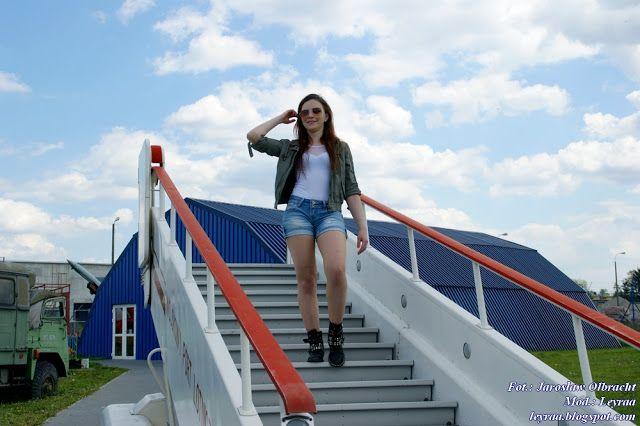 Leyraa Blog: 14.05.2017 Bomberka oliwkowa, białe body, jeansowe...