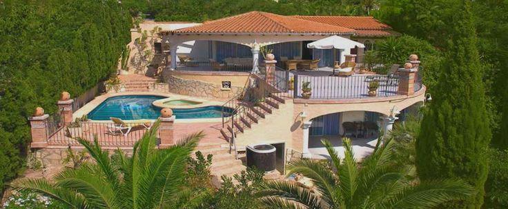 Villa Xenofilia I -  #Luxe_villa in Moraira met fraai zeezicht, verwarmd privé zwembad, 4 slaapkamers, 5 badkamers, #tennisbaan, #tafeltennis en voetbaltafel aan de Costa Blanca in Spanje.