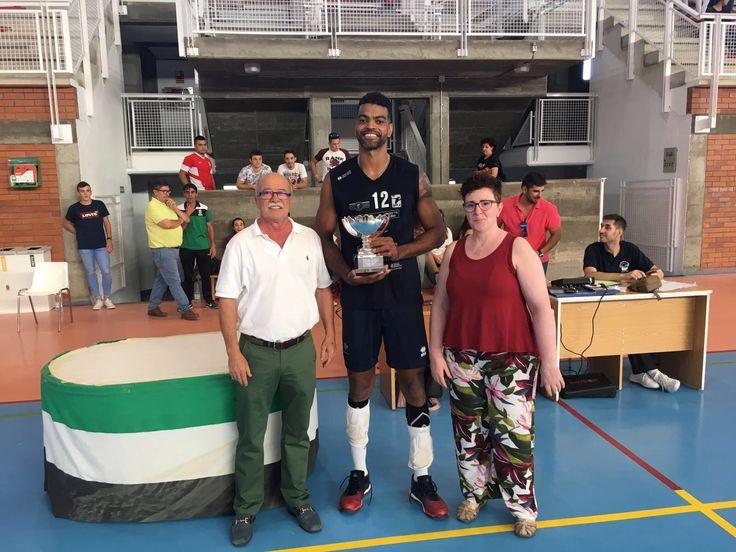 El Electrocash Extremadura CCPH se proclamó campeón del Trófeo Élite Diputación organizado por la Federación Extremeña de Voleibol, disputado en sábado en la localidad cacereña de Miajadas.