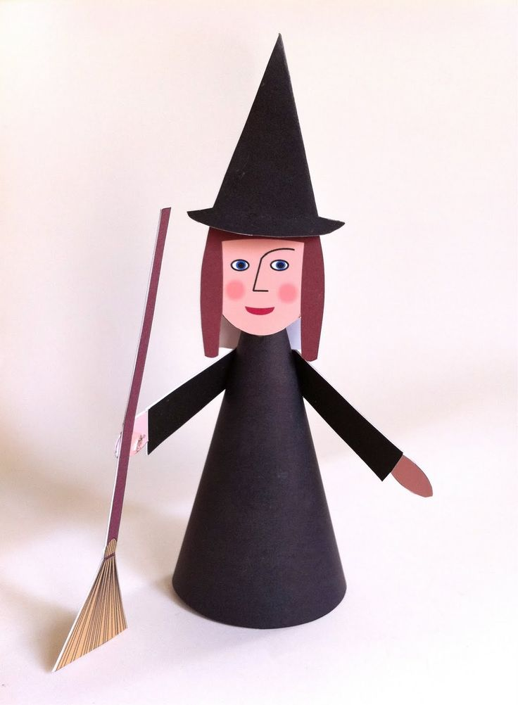 Halloween heks Instruktionen er lavet som en slags tegneserie på arket. Halloween witch The tutorial is a serie of drawings on the pri...