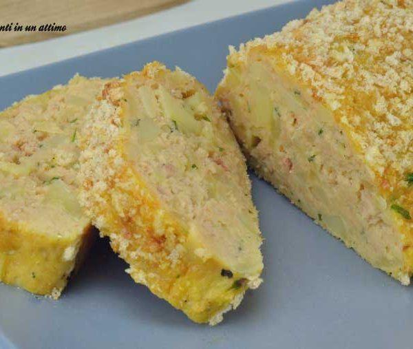 Il polpettone di tonno e patate è un secondo davvero perfetto da consumare sia caldo, sia freddo; è abbastanza semplice da preparare.