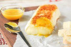 Desde que probé este queso así servido, es uno de mis habituales cuando preparo tapas…lo probaréis y os encantará, seguro… Ingredientes (4 personas, para picar): 250 grs. queso brie (o camembert) 1 clara de huevo, batida (o un huevo batido) 2 … Sigue leyendo →