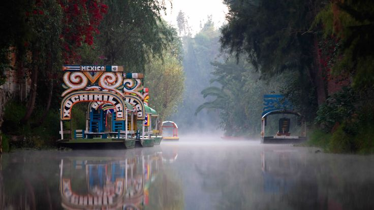Xochimilco. I love these rafts.