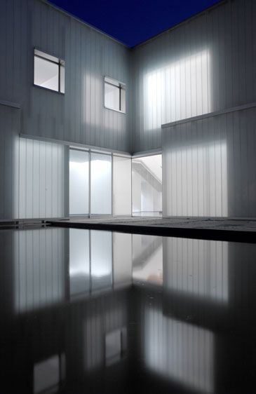Steven Holl - new residence al Swiss Embassy - interesting to see the amazing glowing light effects which can be created used polycarbonate panels