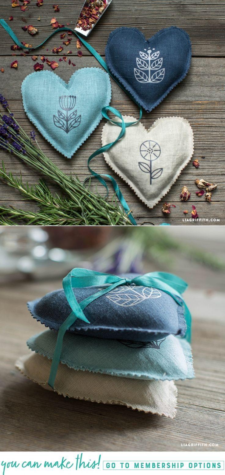 DIY #LavenderSachets at www.LiaGriffith.com