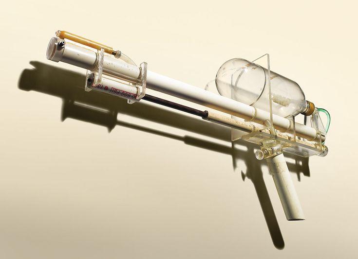 Iedereen weet dat gadgets niet zomaar uit de hemel komen vallen. Voor een gadget in zijn definitieve vorm wordt gepresenteerd aan het publiek worden er eerst een prototype gemaakt. Zo lijkt het Supersoaker prototype op een uit de handen gelopen hobbyapparaat van een overijverige vader, de Appletv (die overigens voor slechts 46$ op eBay van [...] Read more: http://www.6voor1.nl/2010/10/prototypes-van-bekende-gadgets/