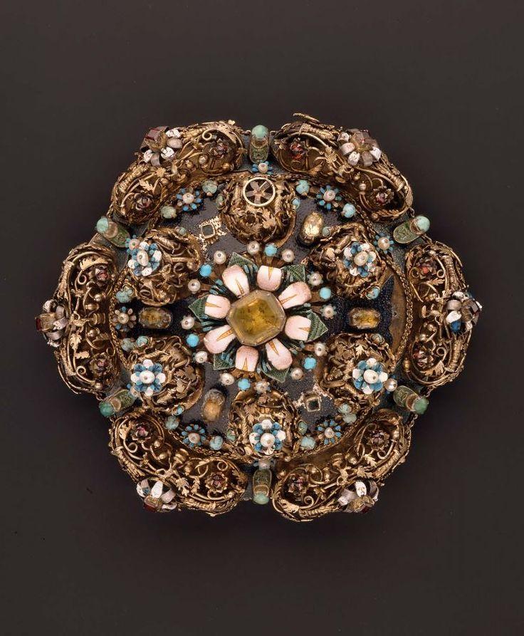 16th Century Jewelry - 0425
