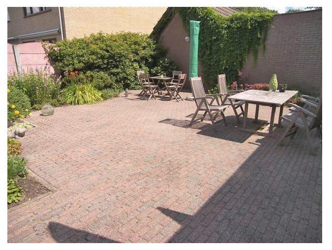 Tuin, 99 m² (11m diep en 9m breed).