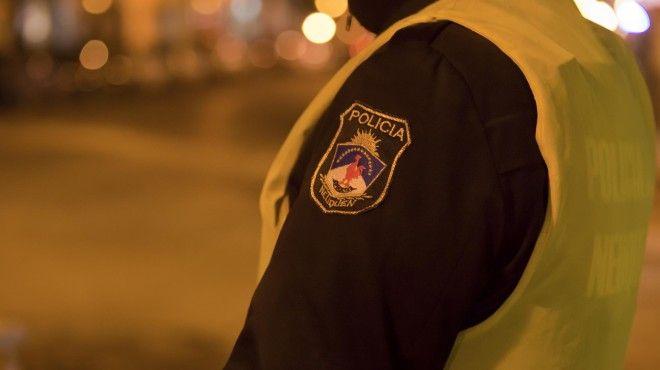 Robaron, tomaron y ensuciaron en la sede de Turismo neuquina Autoridades policiales buscan esclarecer un llamativo robo producido en la oficina de la Subsecretaria de Turismo durante la madrugada del sábado. Del...