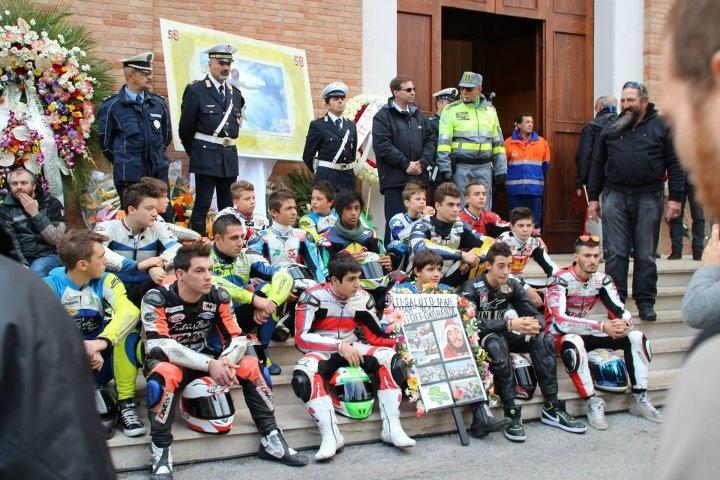 I piloti del Club Pasolini Onorano Marco Simoncelli... Immnenso SUPER SIC #58