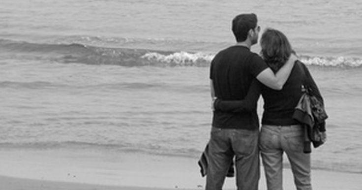 Como recobrar la confianza en el matrimonio. La confianza en el matrimonio tiende a ser un problema en la mayoría de las relaciones. Restaurar la confianza en un matrimonio pude ser un desafío. Cuando se pierde la confianza en alguien es difícil volver a tenerla. Para empezar, es difícil confiar, pero es posible. Todo comienza en uno mismo. Debes tomar la iniciativa para demostrarle a tu ...
