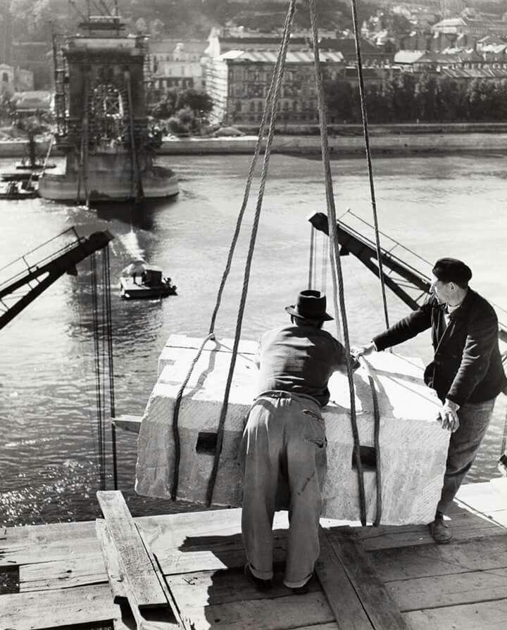 1948. Rebuilding the Chain Bridge (Robert Capa)