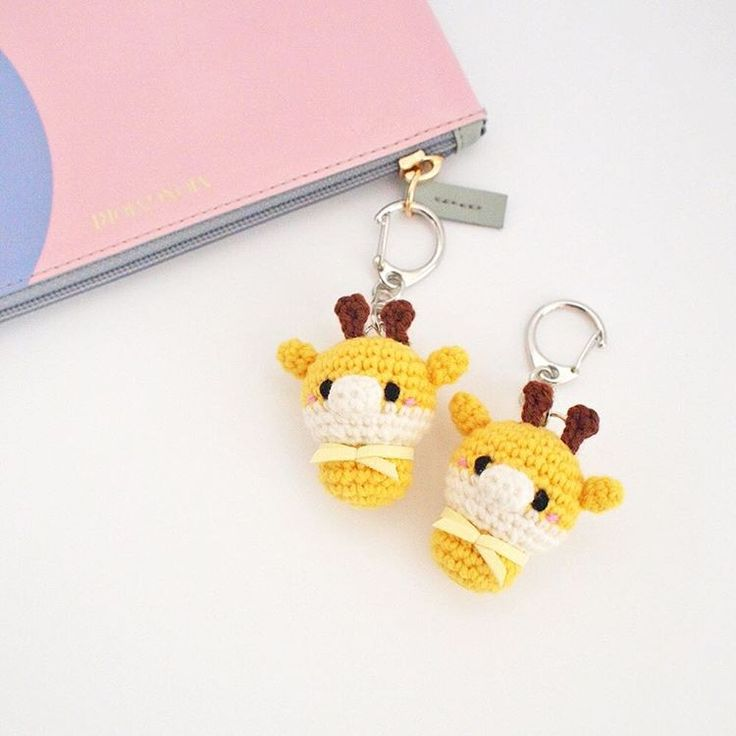 Crochet yellow giraffe keychain doll amigurumi by isodreams  손뜨개 기린 열쇠고리 인형 by 이소의꿈타래