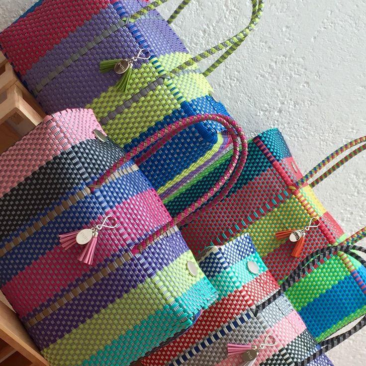 Texturas y combinaciones PELi ®. Bolsas Tejidas a mano por expertos artesanos y diseñadas por creativos mexicanos.