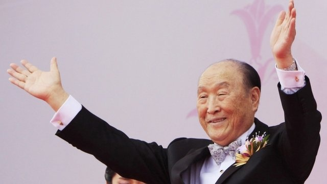 'Moonies' founder Sun Myung Moon dies at 92... yeah, i got yer moon, right here...