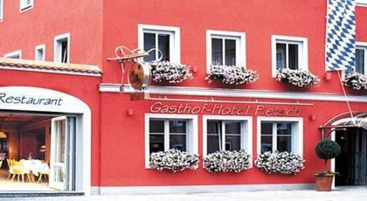 Gasthof-Hotel Pietsch Freystadt This quietly located, family-run hotel offers cosy accommodation and delicious Franconian cuisine in the historic town of Freystadt, just a 25-minute drive from the medieval city of Nuremberg.