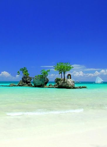 This isn't in Amanpulo in Palawan. This is in Boracay island, Philippines. ;)