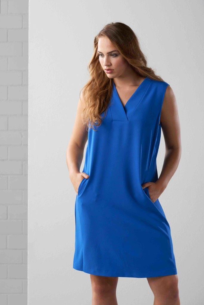 Maxima fashion, grote maten, blauwe jurk, met zakken, sportieve mode