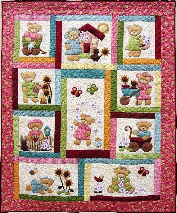 Se trata de una linda cama simple/doble tejido de peluche para niñas por ahí. Es un appliqué y juntado las piezas de tejido.  DESCRIPCIÓN: Aquí le damos un doble tamaño edredón patrón del edredón de los niños en Nueva Zelanda. El patrón incluye instrucciones detalladas para la construcción de este appliqué y edredón de cama juntado las piezas, colores brillantes, con patrones de apliques de los osos.  Los colores brillantes y telas creará un gran regalo para cualquier niño, nieto o carid...