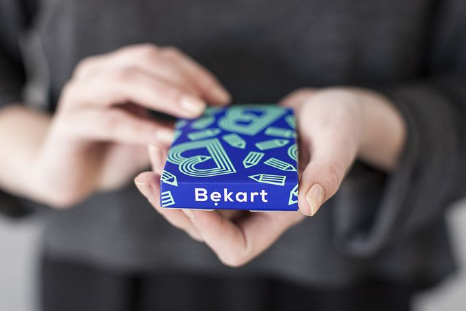 Card game Bękart, design: Studio Bękarty & Element Talks, photo source: bekarty.pl