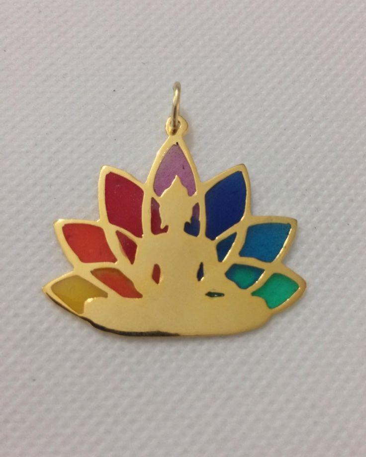 """77 Me gusta, 11 comentarios - KEL&K (@kel_and_k) en Instagram: """"Con cuál color de pétalo de esta flor de loto vibras hoy? #kelandklotusflower Dije de Buda en flor…"""""""