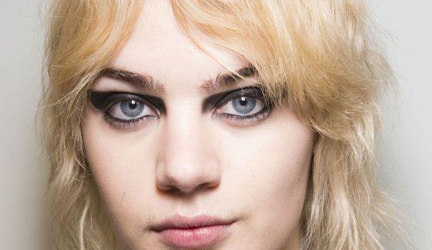 Comment entretenir ses cheveux blonds décolorés? - L'Express Styles