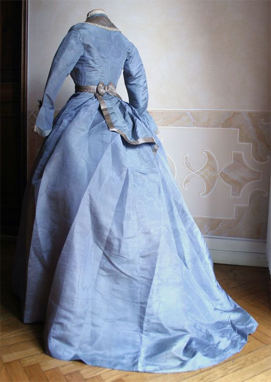 1869 Back - Day dress in three pieces (bodice, skirt, and a small tablier) silk moire ____ (translated by Google from Italian)