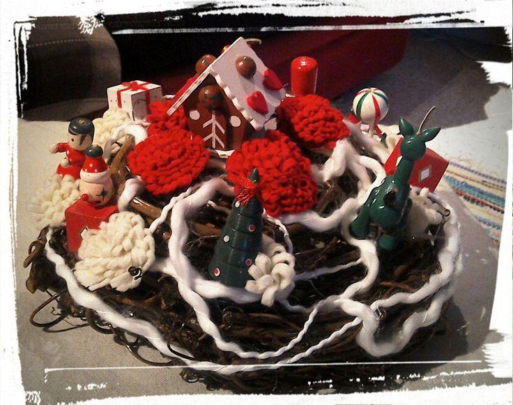 Centro tavolo natalizio ...con vecchi addobbi natalizi passati di moda !!!!!!!