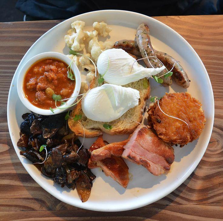 The DJ Complete (aka a big breakfast) at Dear Jervois in Herne Bay.    https://www.life-downunder.com/single-post/2017/04/29/Sunrise-and-Dear-Jervois