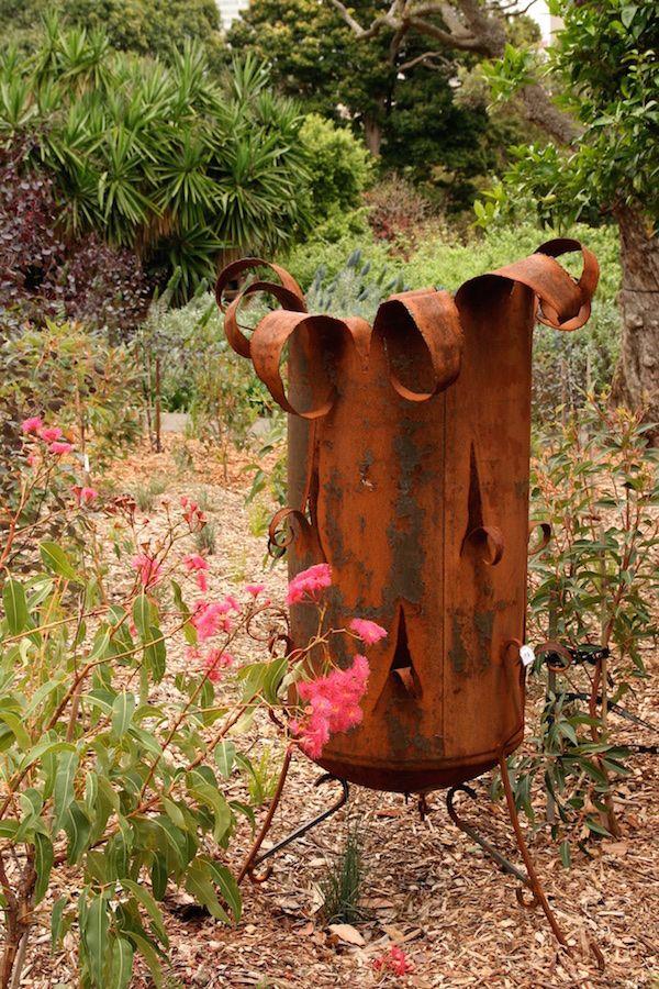 10 tips for using metals in the garden Metal garden