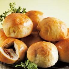 Minibroodjes gevuld met pikante kip. makkelijk gerecht met de ramadan