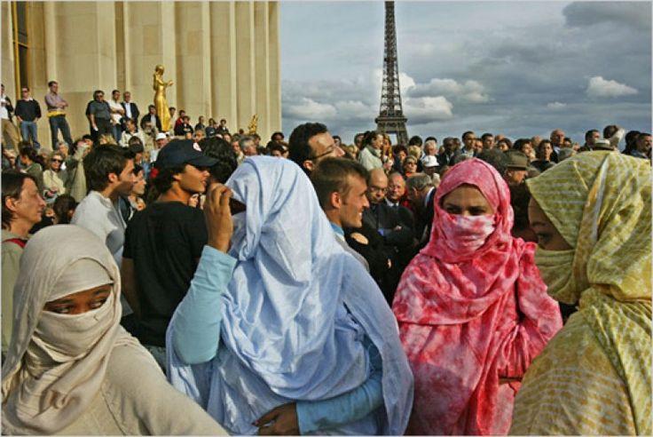 Tiga Siku - Teroris… Sebuah kata yang hari ini digunakan untuk memaksa muslim mengakui apa yang tidak mereka lakukan –setidaknya mayoritas umat muslim-. Sebuah propaganda yang disebarkan untuk menghakimi bahwa Islam adalah agama yang menyebarkan kek