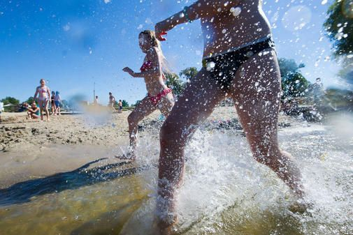 Für Abkühlung im Sommer sorgen Brandenburgs tolle Badeseen - wir stellen die 13 schönsten vor, die alle eine ausgezeichnete Wasserqualität haben. Darunter kö...